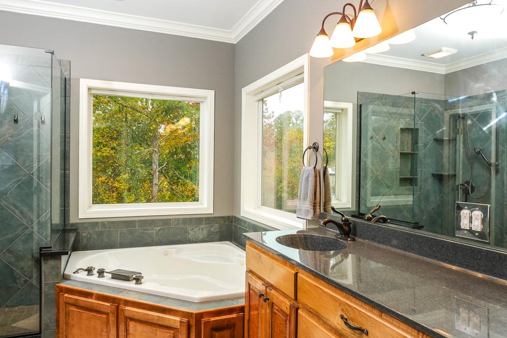 Beautiful Master bath photo real estate photo Dalton, GA Chattanooga, TN