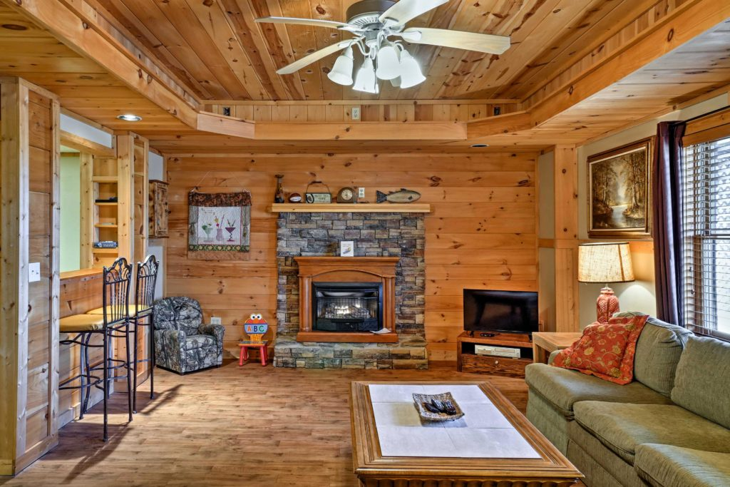 Interior photo of rental cabin in Georgia, Real Estate photography Dalton, Ellijay, Chattanooga